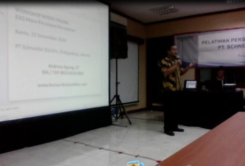 Pembicara Bisnis Online di Perusahaan PT Schneider Indonesia