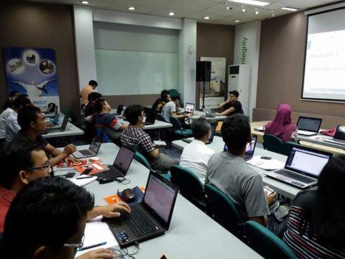 Seminar Workshop Digital Marketing SB1M di Gresik